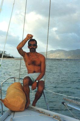 A l'ancre sur l'île de Jost Van Dike  et de l'autre côté du chenal Tortola, avec le viking nous furetons dans l'archipel des Iles Vierges.
