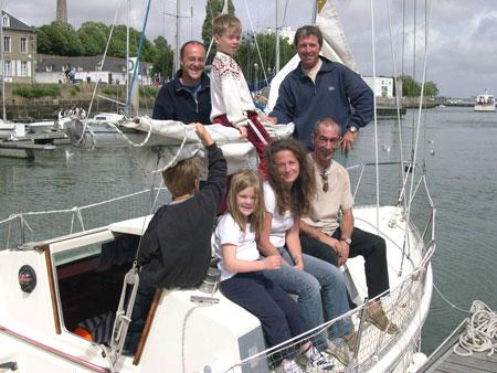 Nous avons eu la chance de pouvoir rencontrer Patrick, de passage à Lorient.debout, de gauche à droite : Nicolas, Yann et Pascal.. assis : Samuel (de dos), Hannah, Lyse et Patrick.