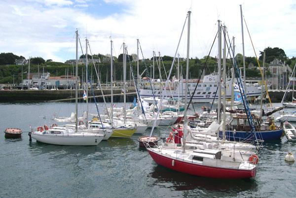 Dimanche 15 mai, la flotte  est au mouillage à Port-Tudy (île de Groix)
